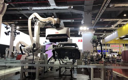 ABB推出其迄今紧凑、轻量的六轴机器人