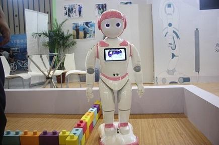 服��C器人�L口已至,生�B�x能或推�赢a�I走向成熟